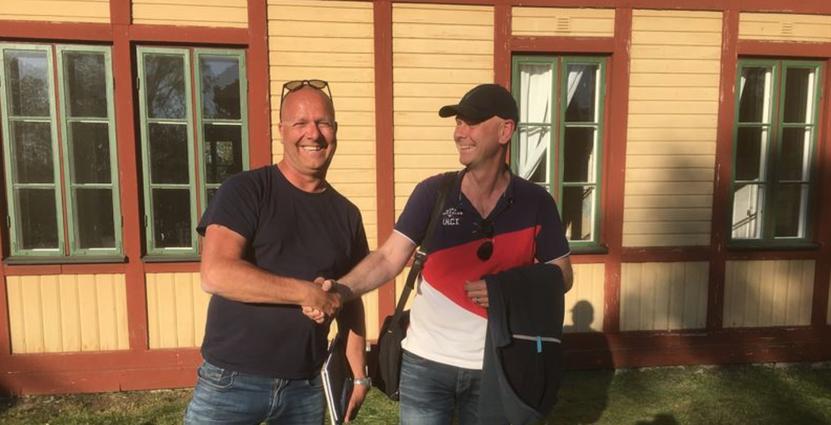 Pelle Lydmat och Skärgårdsstiftelsens Jonas Davidson. Foto: Skärgårdsstiftelsen