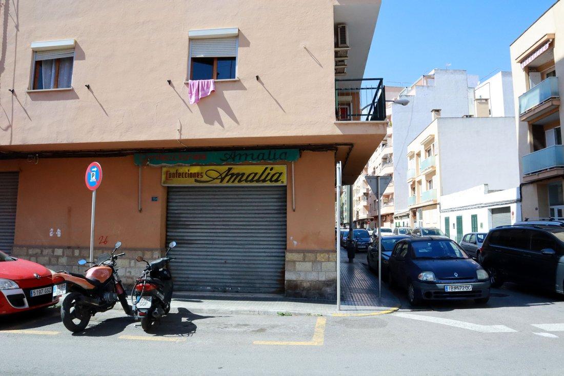 Son Gotleu, ett utsatt och fattigt område i Palma med mycket drogförsäljning och gatuprostitution. Här besöker Tim Lolita Vasquez.