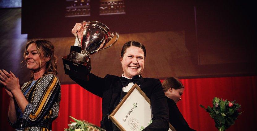 Ellen Franzén firar SM-guldet i  sommelieri. Foto: Christian Gustavsson