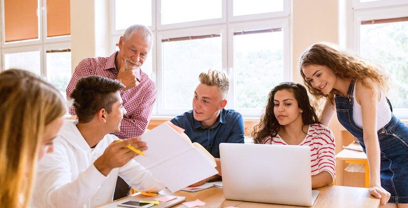Regeringen föreslår att ge högskoletillhörighet till eleverna som väljer yrkesinriktade gymnasieprogram.