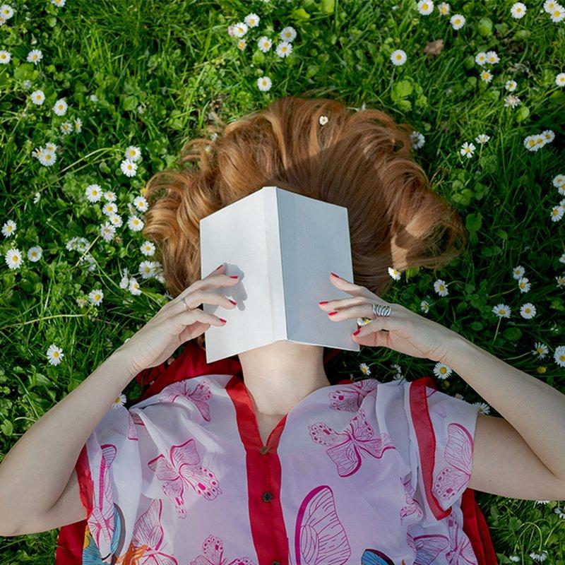 Redaktionens boktips: Det här läser och lyssnar vi på i maj