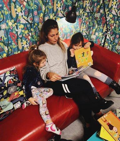 Paula Rosas: Jag läser för att få ha barnen intill mig