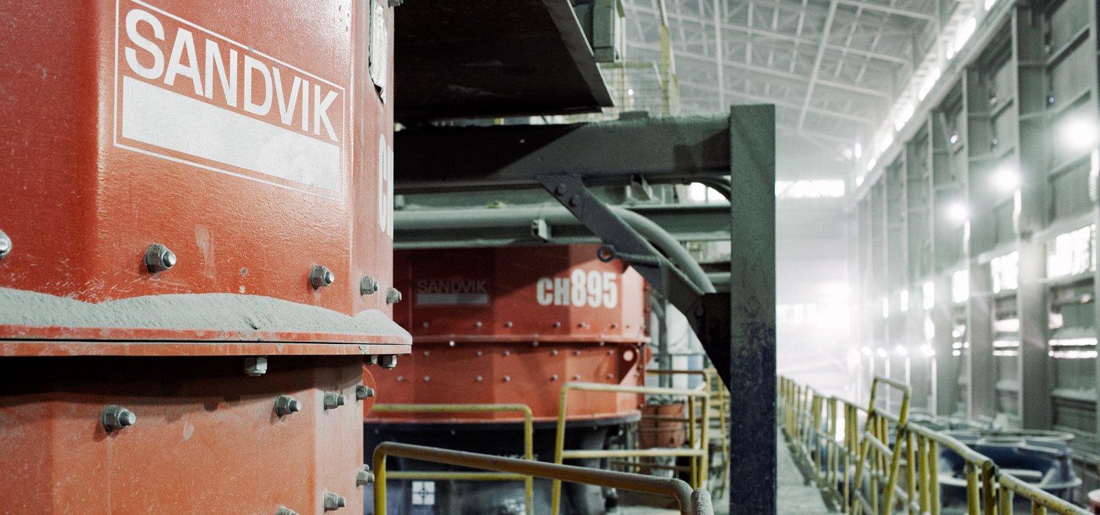 El Teniente adquirió una trituradora Sandvik CH895 de prueba y luego dos más para reemplazar a las Sandvik H8800 que trabajaban en la planta terciaria.